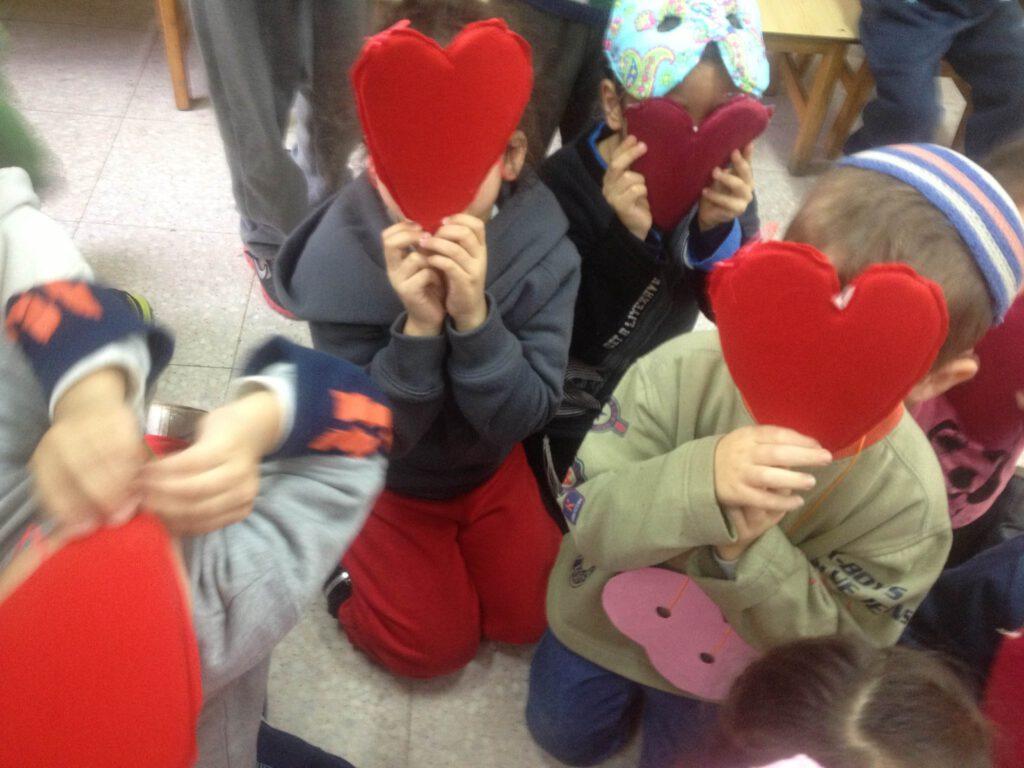 כמה אהבה יש בכל הצגה ובמיוחד בחגים למשל הצגות לילדים דתיים חנוכה כי זה חג האור